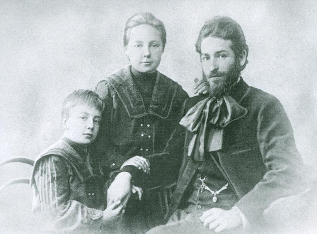 Анастасия Ивановна Цветаева (27 сентября 1894 года, Москва — 5 сентября 1993 года, Москва) — русская писательница, младшая сестра Марины Цветаевой.