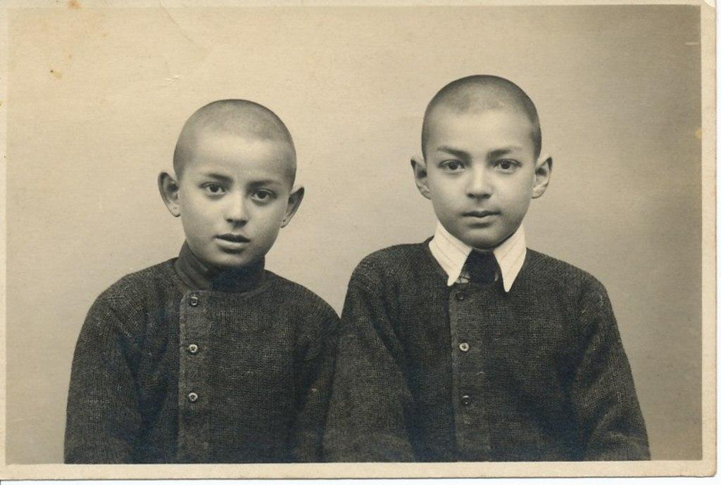 Владимир Гомбоев с братом. Харбин, ок. 1920 г.