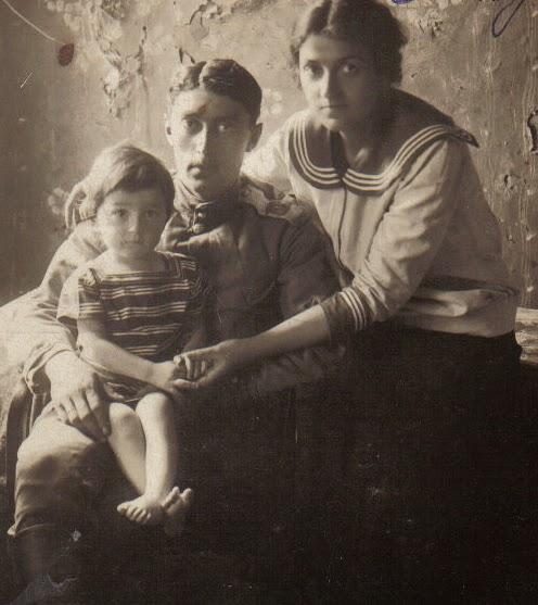 Первый муж мамы Агранович , мама и сводный брат Шура