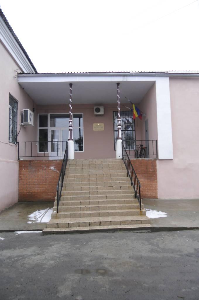 Вид со двора, там, где Рубцовы ( предположительно) сфотографированы с четой Красновых.
