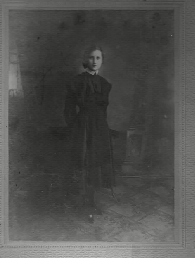 Это фото старшей дочери Ф.С.Рубцова, Ольги, которая ушла в Донскую Армию медсестрой.Она погибла во время захвата госпиталя от расправы над персоналом.