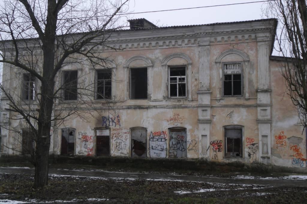 Так сейчас выглядит второй дом купца Ф.С.Рубцова, в котором долгое время при СССР находилась столовая Константиновской СПТУ.
