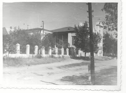 """Так выглядел в 1961 году """"Атаманский дворец"""" (вид сзади), в это время там находился Константиновский райком партии."""