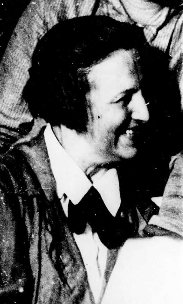 Елена Погоржельская — член ВКП (б) с 1927 по 1937 года (исключена в связи с арестом), председатель фабкома и бригадир швейной фабрики имени Савельева. Расстреляна