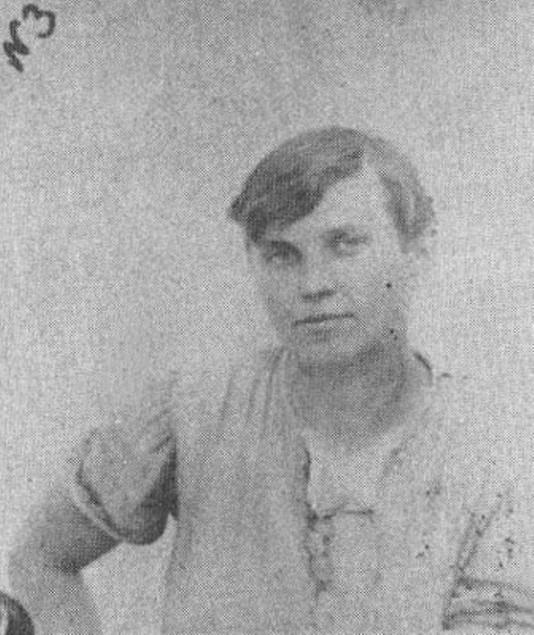 Женщина-палач — Варвара Гребенникова (Немич). В январе 1920 года приговаривала к смерти офицеров и «буржуазию» на борту парохода «Румыния». Казнена белыми.