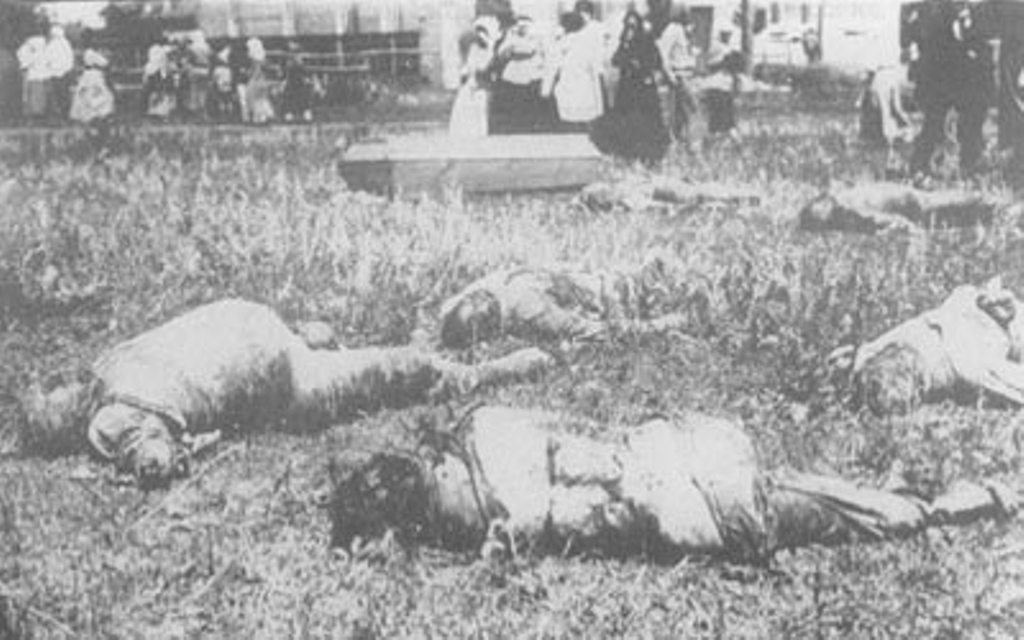 Харьков. Трупы заложников, умерших под пытками большевиков.