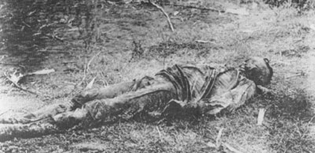 Труп офицера, убитого красными.