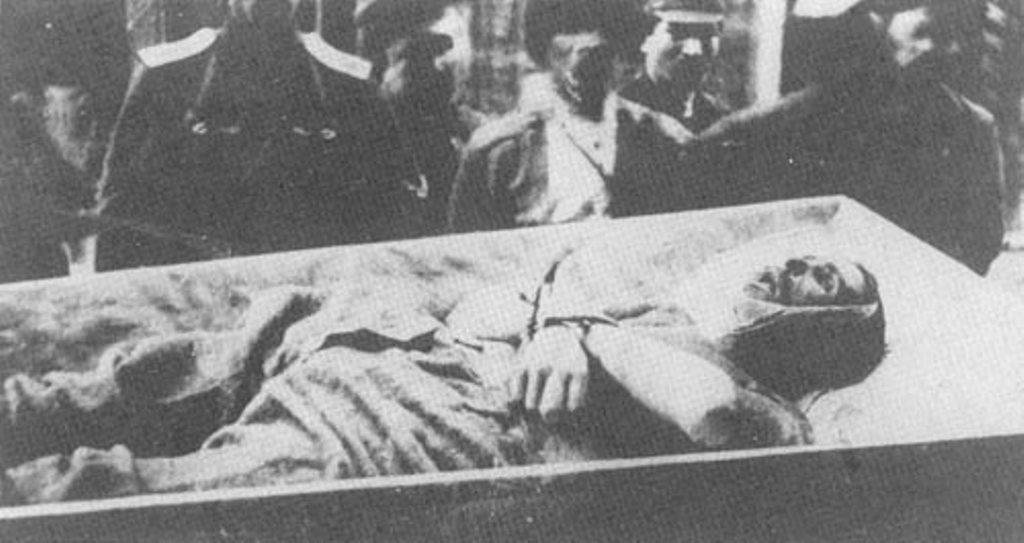 Яков Чус, тяжело раненный казак, оставленный отступающей Белой гвардией. Подошедшими красными облит бензином и заживо сожжен.