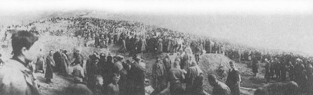 Пятигорск, 1919 год. Раскопки братских могил с трупами заложников, казненных большевиками в 1918 году.