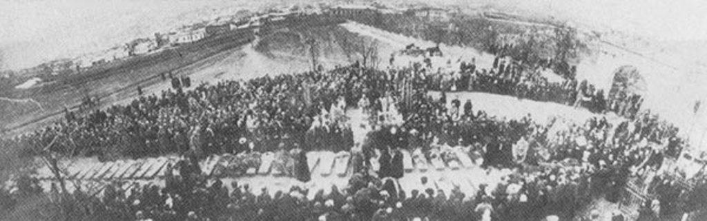 Пятигорск, 1919 год. Перезахоронение жертв большевистского террора. Панихида.