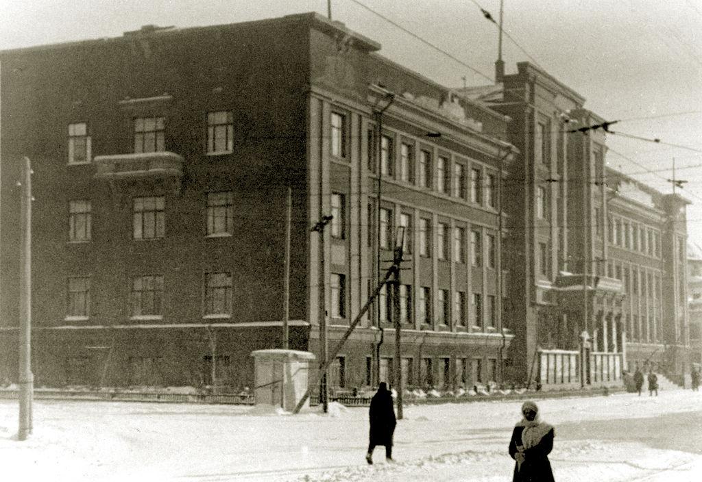 Здание Омского речного пароходства где в 1941 - 1943 гг. размешалось ОКБ