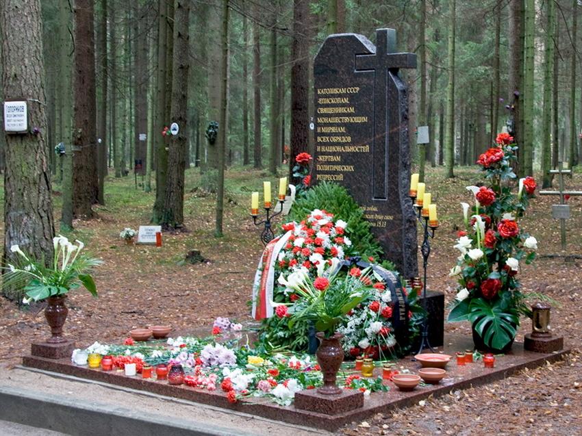 Открытие памятника католикам, отдавшим жизнь за веру в годы политических репрессий, Левашовская Пустошь.