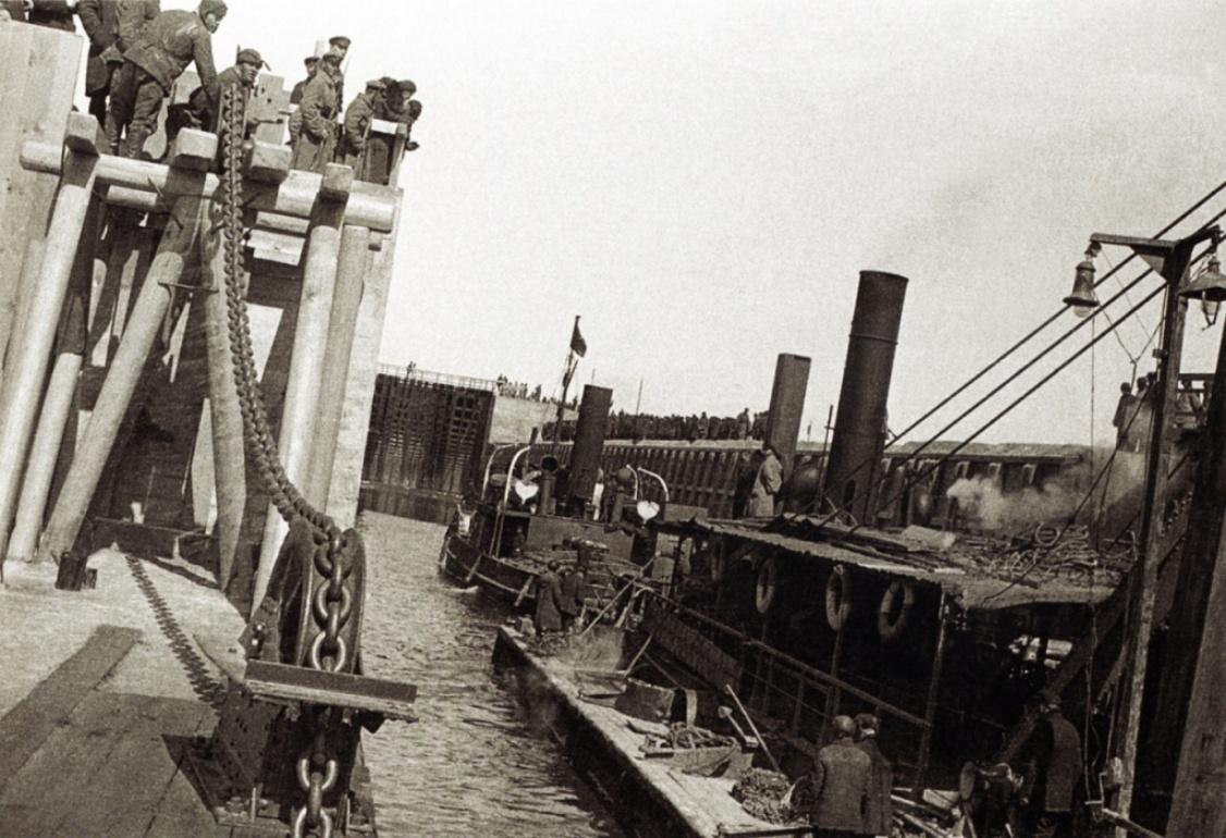 Беломорско-Балтийский канал, Беломорканал, ББК, до 1961 г. — Беломорско-Балтийский канал имени Сталина) — канал, соединяющий Белое море с Онежским озером